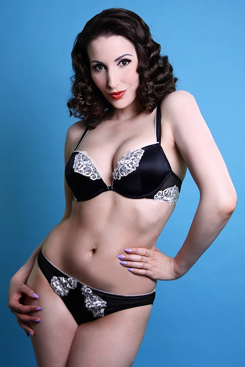 Black and Cream Lace La Vintage Plunge Bra and Brief by Rosy